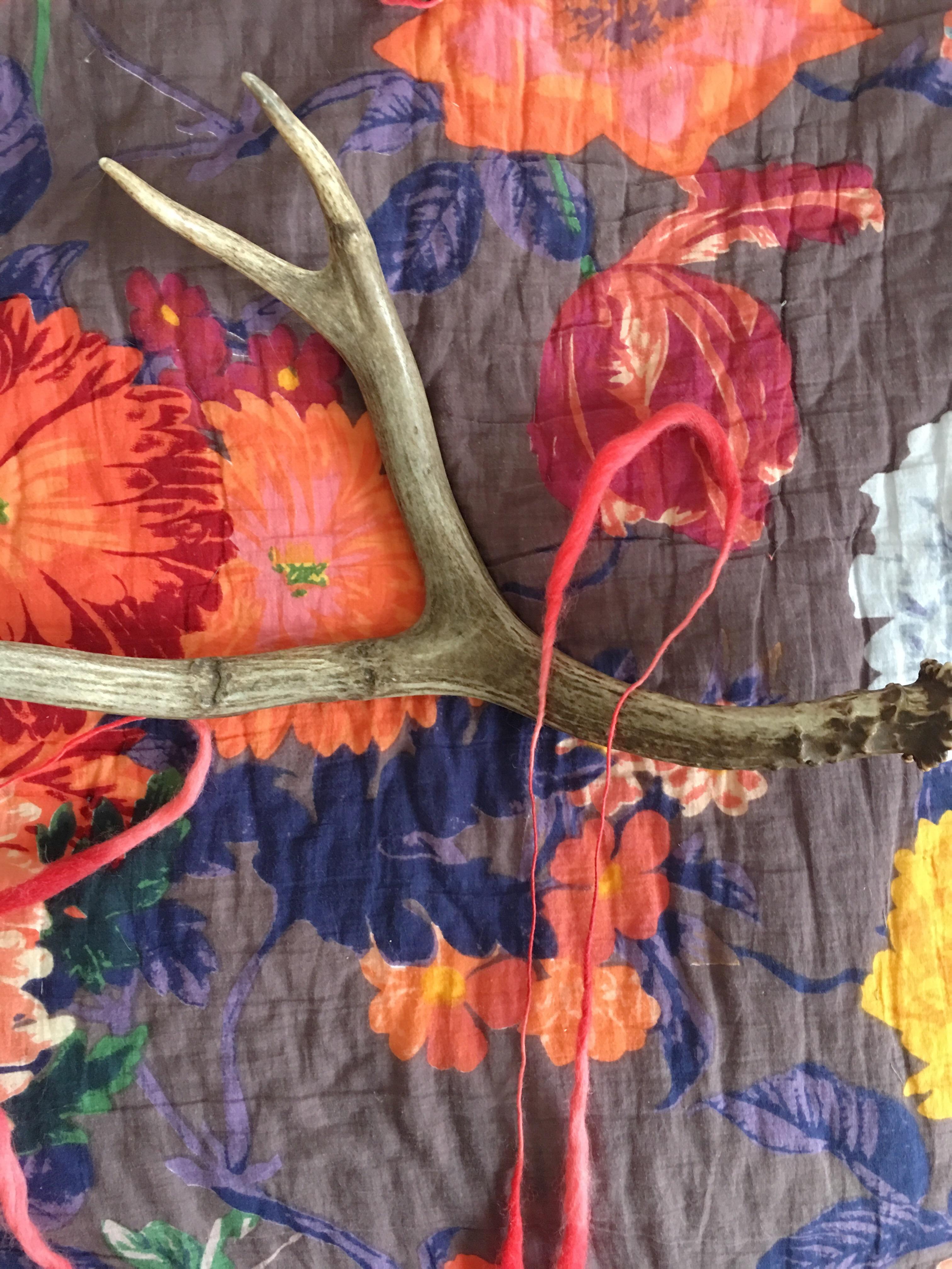 Antler art, antler wall hanging, wall hanging, yarn wall hanging, DIY, modern wall hanging